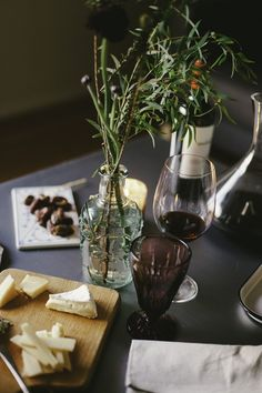 Date night at home At Home Date Nights, Romantic Meals, Dating Tips For Men, Wine Night, Wine Wednesday, Date Dinner, Good Dates, Background For Photography, Cravings