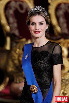 La tiara favorita de doña Letizia - En su primera cena como Reyes de España don Felipe y doña Letizia recibieron a la Presidenta de Chile y la soberana llevó la diadema floral, la misma con la que había acudido a su última cena de gala como Princesa de Asturias