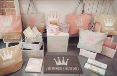 Este verano siéntete como una reina. Bolsas capazo cajas percheros neceseres felpudos todo para que te sientas como una reina en Lámparas Luis.  #queen #reina #corona #neceser #bolsa #capazo #rosa #niña #transformatuhogar #lamparasluis  #estilo #moderno #variedad #detodoloquebusques #lamparas #regalos #regalosbenavente #foto #moda #tendencia #calorcito #decoración #benavente #zamora #castillayleon #españa #felizmartes #martea