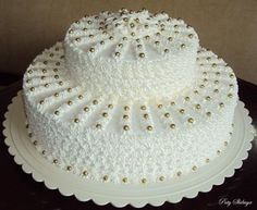 Easy Cake Decorating Themes And Ideas Cake Decorating Frosting, Cake Decorating Designs, Creative Cake Decorating, Cake Decorating Techniques, Cake Designs, Cake Icing, Buttercream Cake, Cupcake Cakes, Traditional Wedding Cakes