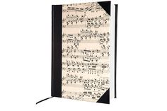 Cuaderno de notas musicales y tapa dura (Papelera Palermo, $99). Foto:Mariana Roveda. Producción: Agustina Gorosurreta