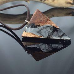 Ein persönlicher Favorit aus meinem Etsy-Shop https://www.etsy.com/de/listing/570871336/resin-wood-necklace-harz-holz-halskette