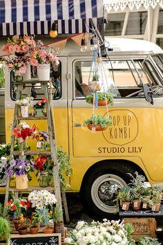 – Pop Up Kombi Itinerant Floristry - Modern Exotic Flowers, Love Flowers, Beautiful Flowers, Flower Truck, Flower Cart, Pop Up, Decoration Plante, Flower Stands, Garden Shop