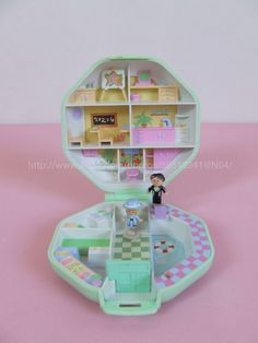 Polly Pocket Polly's School 1990 I Wanted them all, but they were sooo expensive Little Girl Toys, Toys For Girls, 90s Childhood, Childhood Memories, Polly Pocket World, Poly Pocket, 90s Toys, Toy Collector, Mini Games