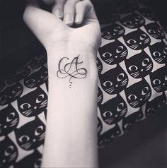 modèle tatouage deux lettres
