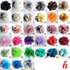 Stellen Sie sich aus den gezeigten Blütenfarben, Clips und Broschennadeln Ihr persönliches Blumen-Accessoire zusammen.  Der Preis gilt für EINE B...