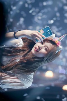 Twice Wallpaper ❤ - Sana shy shy ? Kpop Girl Groups, Korean Girl Groups, Kpop Girls, Got7, Tzuyu Body, Sana Cute, Warner Music, Twice Album, Sana Minatozaki