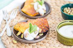 Gegrilde Ananas  Ingrediënten Ananas - 1 Kokosbloesemsuiker - 4 tl Blik volvette Kokosmelk - 1 Honing - 1 el Pistache noten - Handvol Verse munt - Naar smaak