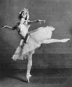 Anna Pavlova Ballet Dancer Stock Photos And Pictures Vintage Ballerina, Ballerina Dancing, Famous Ballet Dancers, Ballerine Vintage, Anna Pavlova, Dance Photography Poses, Ballet Companies, Ballet School, Nureyev