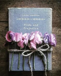 All the Sweet P's 🌿 Happy birthday Jane Austen! Born this day December you a great start to the new week! Old Books, Vintage Books, Pride And Prejudice Book, Victoria Magazine, Book Flowers, Book Aesthetic, Coffee And Books, Expo, Period Dramas