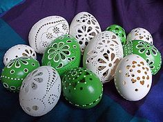 Eastern Eggs, Carved Eggs, Ukrainian Easter Eggs, Easter Egg Crafts, Egg Art, Egg Decorating, Egg Shells, Happy Holidays, Projects To Try