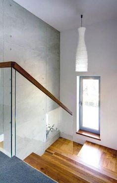Klatka schodowa, poręcz, tu akurat fajne też polakierowane schody, choć wolimy ogólnie matowe