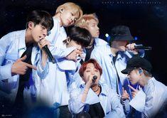 © jin Kiss Let's go Kim Namjoon, Jhope, Taehyung, Hoseok, Seokjin, Rapper, Bts Group Photos, Korean K Pop, Mnet Asian Music Awards