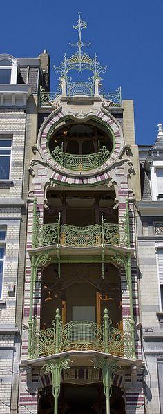 Square Ambiorix 11 (Maison Saint-Cyr)  Architecte : Gustave Strauven  Bruxelles