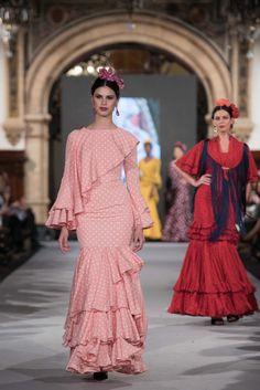 We Love Flamenco 2020 - Sevilla Sleeves Designs For Dresses, Sleeve Designs, Cute Dresses, Beautiful Dresses, Flamenco Dresses, Fashion Show, Fashion Outfits, International Fashion, Ruffle Dress