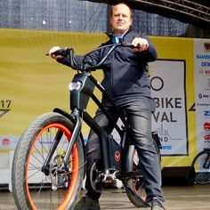 Live on stage of eBike Festival Dortmund presenting our YouMo eCruiser concept Cool Bikes, Stage, Bicycle, Concept, Live, Instagram Posts, Dortmund, Bike, Bicycle Kick