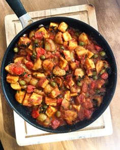 Instagram lunch recipe - vegetarian curry with loads of spinach, potatoes, peas, paneer and tomatoes. Super easy and quick dish you can make ahead!
