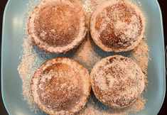 I absolutely love doughnuts but I often find them too oily, as most doughnuts are deep-fried. The pie maker has. Pie Maker Baked Nutella Doughnuts With Cinnamon And Sugar was published on Mouths of Mums. Nutella Donuts, Nutella Pie, Nutella Frosting, Baked Doughnuts, Nutella Recipes, Doughnut Muffins, Mini Pie Recipes, Donut Recipes, Gourmet Recipes