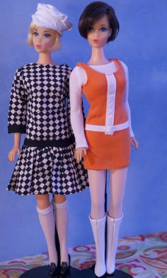 https://flic.kr/p/fAEtAc | Hair Fair Barbies | Blonde HF is wearing a clone dress and hat, Brunette HF is wearing a Barbie Trend outfit from 2004