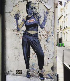 #artstreet 😍 Adoro estos #graffiti 😍 Cada vez que vuelvo a #paris los busco Cada vez mi #chica me sorprende😊 Son geniales!!! Que viva el #arte!!! #love #graffitiporn #graffitiart