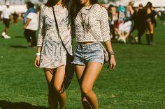 Galeria de Fotos Branco, listras e muitos shorts jeans: veja os looks do primeiro finde do Coachella // Foto 16 // Notícias // FFW