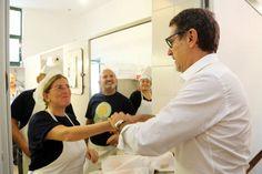 """""""A Bologna sono le persone a fare la differenza e le Cucine Popolari  di Roberto Morgantini e dell'associazione CiviBo sono uno degli esempi  più recenti. Per questo abbiamo deciso di riconoscere il loro impegno  con la   consegnando loro la Turrita d'argento  """". Così il sind"""