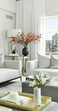 Luxurious accents give this white modern living room a rich, comfortable feeling Modern White Living Room, Small Living Rooms, Living Room Designs, Living Room Decor, Luxury Homes Interior, Home Interior Design, Living Styles, Dream Decor, Apartment Interior