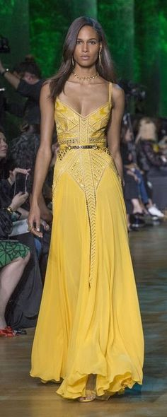 Elie Saab Spring-summer 2018 – Ready-to-Wear – www.c… – ©ImaxTree Elie Saab Spring-summer 2018 – Ready-to-Wear – www.c… – ©ImaxTree Beautiful Gowns, Beautiful Outfits, Ball Dresses, Evening Dresses, Club Dresses, Robes Elie Saab, Elie Saab Couture, Vestidos Vintage, Yellow Fashion