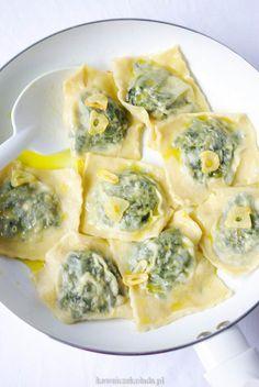 ravioli ze szpinakiem Ravioli, Feta, Pasta Recipes, Cooking Recipes, Romanian Food, Polish Recipes, Dim Sum, Tortellini, Empanadas