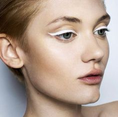 graphic white eye liner edgy creative chic look