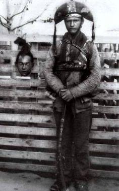 Cangaceiro Barreira exibindo a cabeça do cangaceiro Atividade.