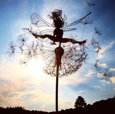 Happy Monday Night Fairy Fix. Leaping into July like. Hope you have a magical month! Robin Wight, Chicken Wire Art, Fantasy Wire, Jardin Decor, Fairy Garden Accessories, Sculpture Art, Garden Sculpture, Wind Sculptures, Fairy Art
