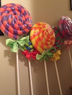 DIY Giant Lollipops: Sweetest Idea For Christmas Yard Decor & How To Build It Holiday Decorations & Giant Lollipops & DIY Giant Lollipop Decorations & Giant Lollipop Christmas Decorations & Lollipop Decorations & DIY Christmas Decorations Lollipop Decorations, Diy Christmas Decorations, Camping Decorations, Candyland Decor, Parties Decorations, Candy Centerpieces, Gingerbread Decorations, Handmade Decorations, Birthday Decorations