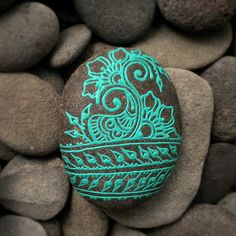 turquoise paisley painted mehendi rock by OurFolkLife on Etsy Pebble Painting, Pebble Art, Stone Painting, Rock Painting, Stone Crafts, Rock Crafts, Arts And Crafts, Pebble Stone, Stone Art