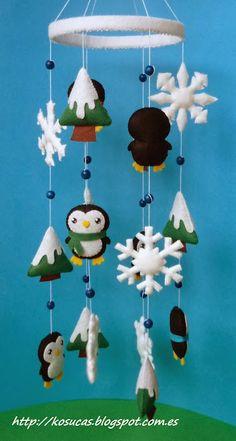 Móvil de fieltro con pingüinos.