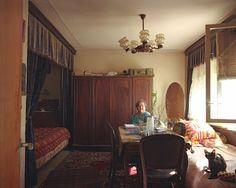 Suhariuc Ioana ist die Besitzerin dieses Refugiums. Seit 1967, also seit der Errichtung des Plattenbaus, bewohnt sie das Appartement Nr. 27 im fünften Stock. Nur ihre Katze leistet ihr hier Gesellschaft.