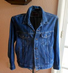 This Levi Truckers Jacket is a size 44 in very good condition.It features2 hand warmer pockets2 chest pockets2 interior pockets1 red pocket taborang...