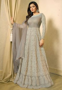 Alluring bollywood famous diva Drashti Dhami style net designer gown suit soaked in extraordinary shades of grey which perfect for upcoming eid festival Accompanied by a paired santoon bottom and net dupatta. Robe Anarkali, Costumes Anarkali, Patiala Salwar, Anarkali Suits, Lehenga Choli, White Anarkali, Pakistani Suits, Sabyasachi, Punjabi Suits