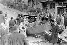 A szovjet közepes harckocsi, az forradalom egy fő típusa Prague, T 34, Military Weapons, Budapest Hungary, World History, Old Photos, Mount Rushmore, Revolution, Retro