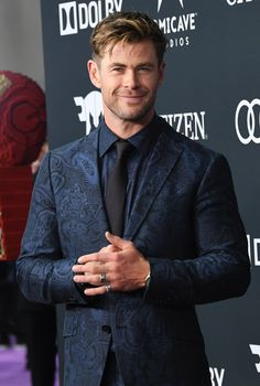 Snowwhite And The Huntsman, Chris Hemsworth Thor, Z Cam, Hollywood Men, Man Thing Marvel, Looking Dapper, Fitted Suit, Cute Actors, Crew Cuts