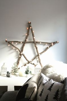Xmas decor can be totally understated and simple - yet quite striking. Diy Christmas Tree, Rustic Christmas, Simple Christmas, Christmas Tree Decorations, Christmas Lights, Xmas, Decoration Branches, Tree Branch Decor, Diy Love