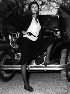 "Faye Dunaway on the set of ""Bonnie and Clyde ""."