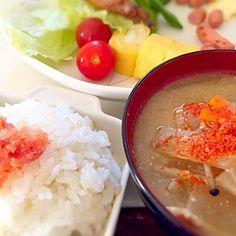 お弁当の残りと昨日の豚汁と明太子御飯 - 23件のもぐもぐ - お昼御飯 by Konoha