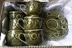 Vihreät rinkulakuvioidut kahvikupit