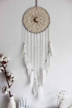 Mystic Moon . attrape-rêves blanc plumes et par BoudoirDuChaman