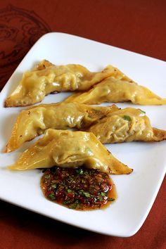 Chicken Pot Stickers  Print this recipe Print this recipe Add to your Recipe Box Add to Recipe Box    adapted from Weight Watchers Complete Cookbook    7 pts for 5 Potstickers with sauce.   Appetizer | Servings: 4  Prep time: 30 min | Cook time: 20 min | Total time: 50 min    Ingredients