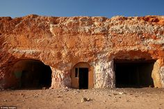 O abastecimento de água da cidade vem de uma fonte subterrânea 24 quilômetros ao norte da ...