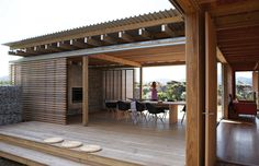 Architecture, Lovely New Zealand Beach House By Herbst Architects Featuring Architecture And Exterior Idea With Terrace, Hardwood Floor And Wooden Beam: Fascinating Modern Beach House with Cozy Interior for Summer Holiday Architecture Durable, Residential Architecture, Interior Architecture, Amazing Architecture, Exterior Design, Interior And Exterior, Beautiful Homes, House Beautiful, Pergola