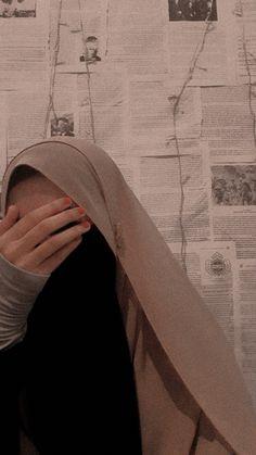 Casual Hijab Outfit, Hijab Chic, Pashmina Hijab Tutorial, Face Aesthetic, Niqab Fashion, Hijab Cartoon, Hijab Fashionista, Cute Love Images, Aesthetic Photography Nature