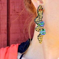 how to make these snake earrings using beads and leather.